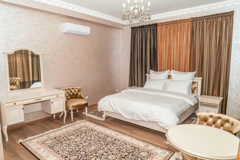 Улучшенный номер с кроватью размера king-size, улица Дмитрия Ульянова, 52А, Евпатория - Фотография 1