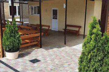 Гостевой дом, Подгорная улица, 16А на 13 комнат - Фотография 1