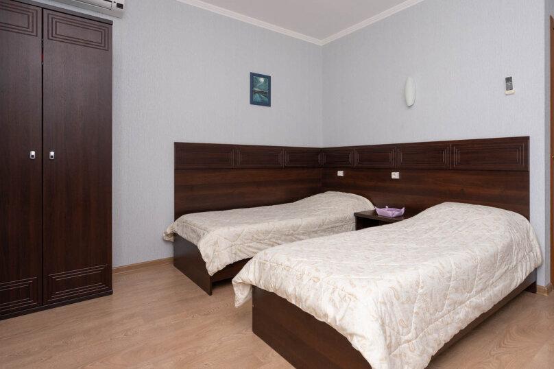 Комната с 2мя раздельными кроватями и балконом  для  2х человек , Калинина, 14а, Коктебель - Фотография 1