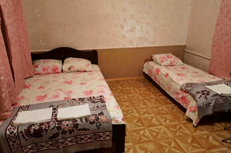 эконом трехместный, улица Чкалова, 46, Феодосия - Фотография 1