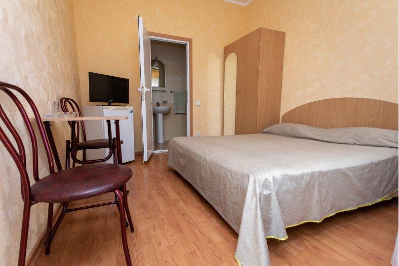 Стандартный двухместный номер с 1 кроватью или 2 отдельными кроватями, Коллективная улица, 14, Алушта - Фотография 1