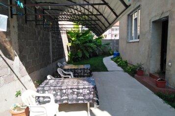 """Гостевой дом """"Рэдэд"""" , улица Сьянова, 12 на 6 комнат - Фотография 1"""