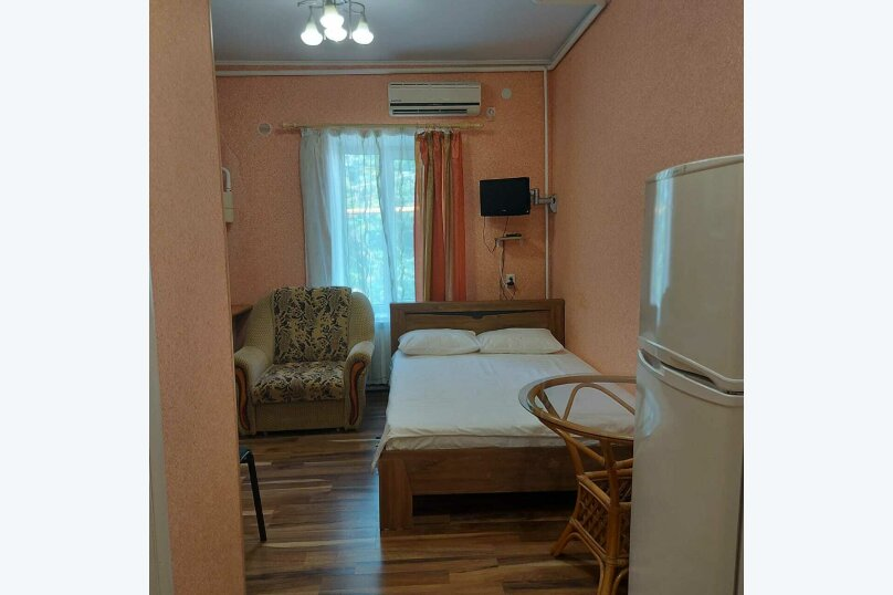 Тюльпановая комната (с варочной плитой), улица 8 Марта, 22, Феодосия - Фотография 1