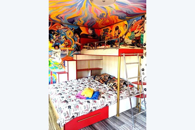 """Студия-музей, люкс, 3-х местная,  """"Woodstock"""", апартаменты №11, ул. Донецкая, 335, посёлок Любимовка, Севастополь - Фотография 1"""