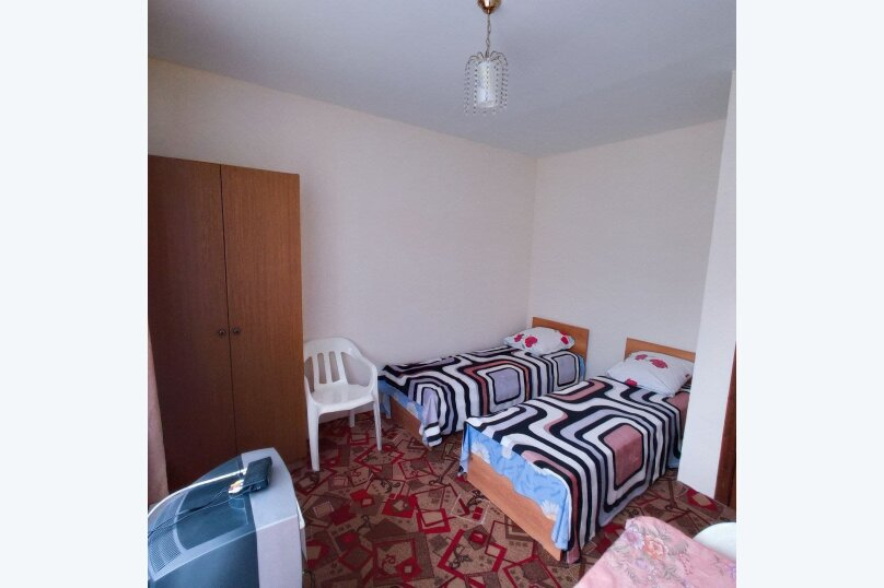 Комната на 2х с балконом, улица Горького, 53, Витязево - Фотография 1