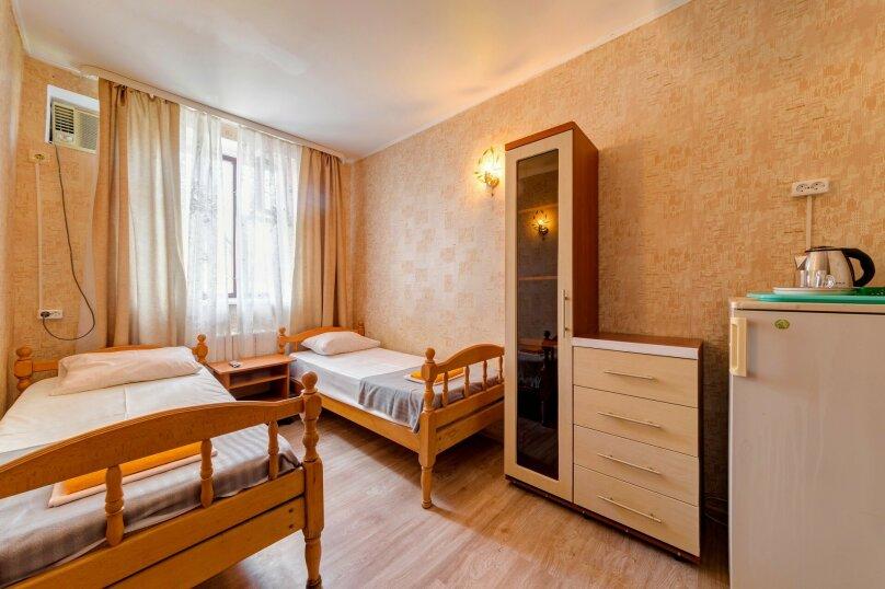 Двухместный номер с двумя раздельными кроватями , улица Леселидзе, 5, Геленджик - Фотография 1