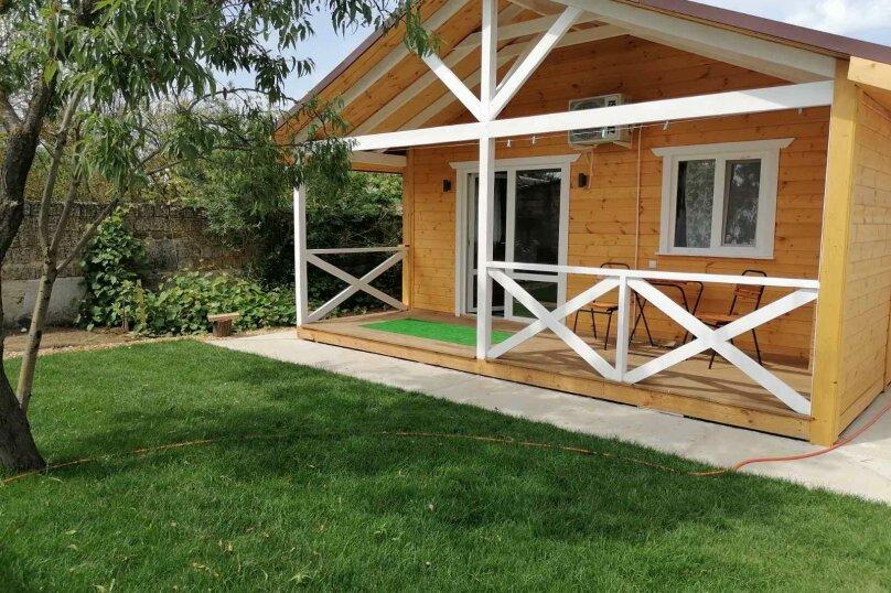 Деревянный дом с террасой, СНТ Приморье, Цветочная на 1 номер - Фотография 1