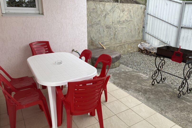 Сдаем свой дом у моря, 90 кв.м. на 6 человек, 2 спальни, кооператив Дельфин, частный участок, Алушта - Фотография 13