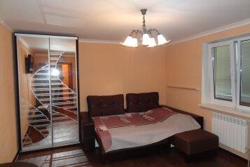 1-комн. квартира, 35 кв.м. на 3 человека, 1-й Портовый переулок, 6А, Керчь - Фотография 1