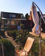 """Бунгало """"Хижина дяди Сема"""", 42 кв.м. на 4 человека, 2 спальни, зеленая, 23 б, Архипо-Осиповка - Фотография 1"""