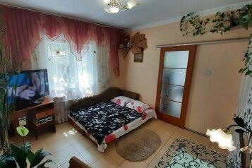 Дом Однокомнатный первый этаж, 26 кв.м. на 2 человека, 1 спальня, улица Пуцатова, 10, Алушта - Фотография 1