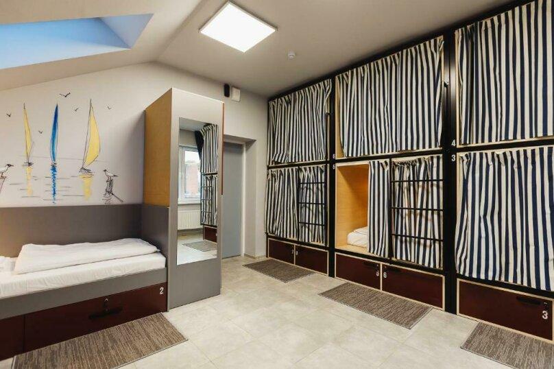 Кровать в 8-местном женском номере, посёлок Прибрежное, улица Южное Полукольцо, 4, Калининград - Фотография 1