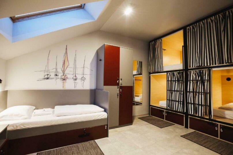 Кровать в 6-местном общем номере, посёлок Прибрежное, улица Южное Полукольцо, 4, Калининград - Фотография 1