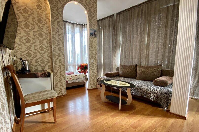 Четырёхместный Люкс с балконом , улица Куйбышева, 10, Ялта - Фотография 7