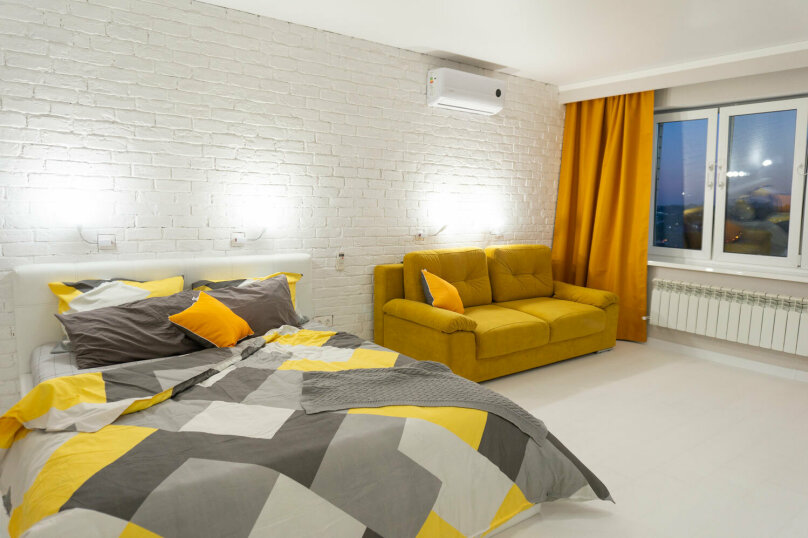 1-комн. квартира, 40 кв.м. на 4 человека, улица Комарова, 61, Брянск - Фотография 1