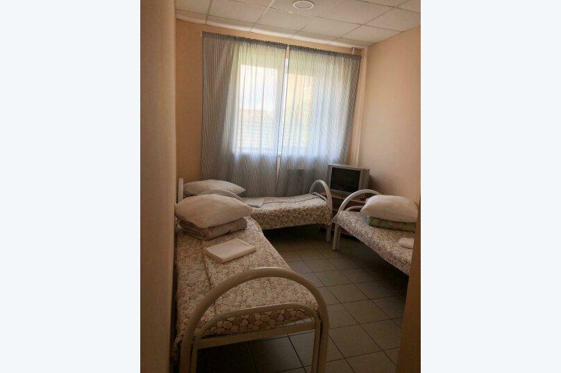 Койко-место в трехместном номере , Рейдовая улица, 68Дс1, Красноярск - Фотография 1