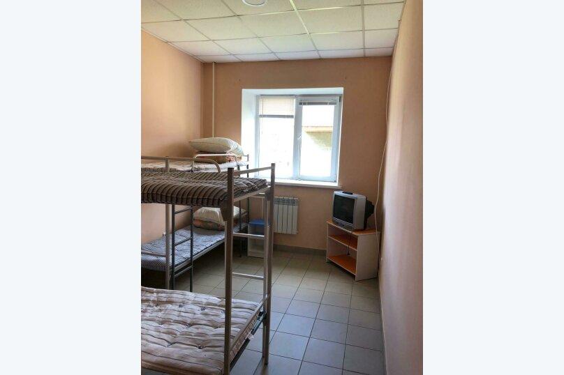 Койко-место в четырехместном номере , Рейдовая улица, 68Дс1, Красноярск - Фотография 1