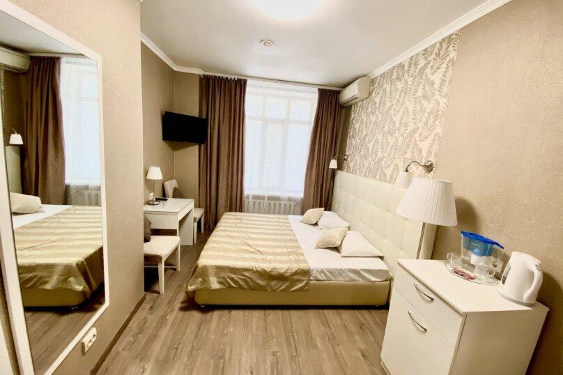 №6 Улучшенный двухместный номер (одна большая кровать или две односпальный кровати), Аткарская улица, 37, Саратов - Фотография 1