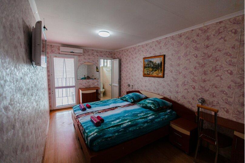 Трехместный с балконом с одной двухспальной кроватью и односпальной кроватью, Ландышевая улица, 178, микрорайон Мамайка, Сочи - Фотография 1