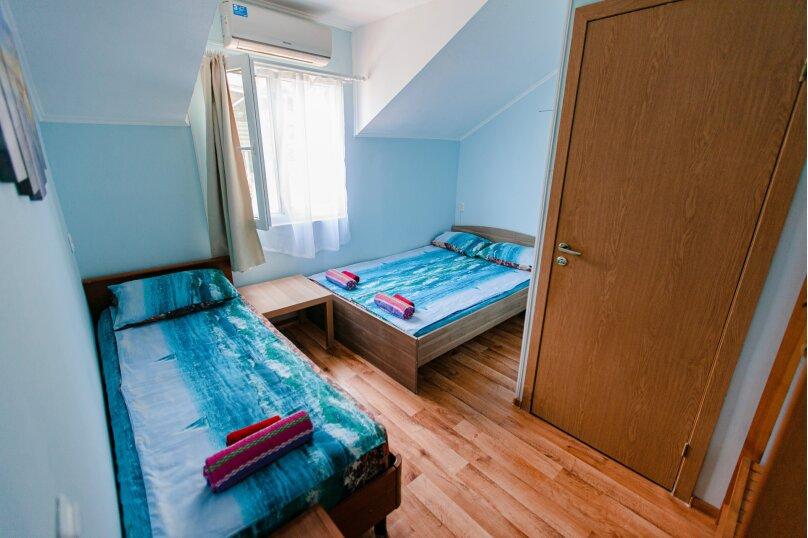 Трехместный без балкона с одной двухспальной кроватью и односпальной кроватью, Ландышевая улица, 178, микрорайон Мамайка, Сочи - Фотография 1