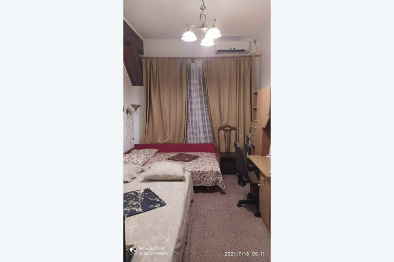 2-комн. квартира, 60 кв.м. на 7 человек, проспект Ленина, 15, Евпатория - Фотография 1