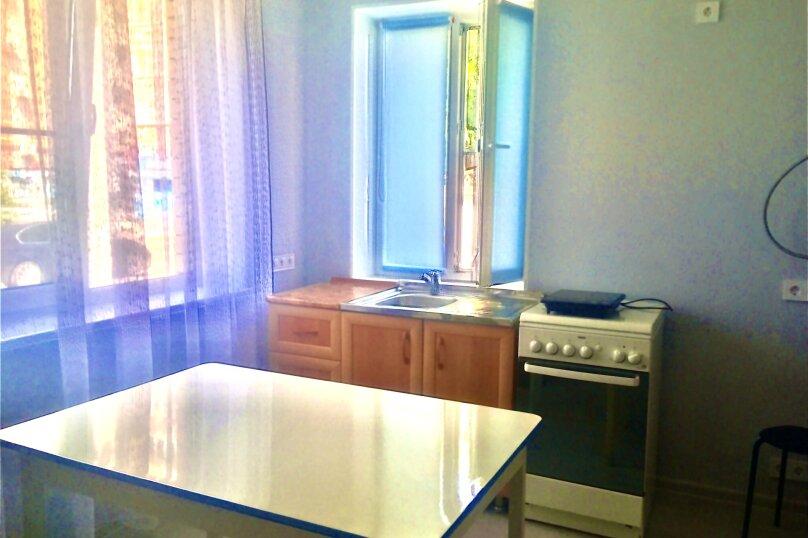 Номер студия с кухней, улица Калинина, 85, Ейск - Фотография 1