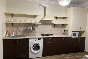 2-комн. квартира, 45 кв.м. на 4 человека, улица Орджоникидзе, 88к3, Ессентуки - Фотография 1