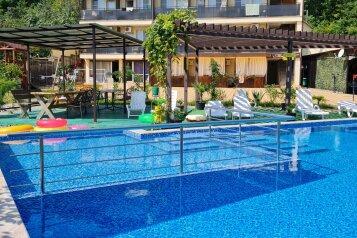 Гостевой дом Милана с бассейном и баней,  Ручейная, 271 на 21 комнату - Фотография 1