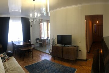 2-комн. квартира, 50 кв.м. на 5 человек, улица Инал-Ипа, 14, Сухум - Фотография 1