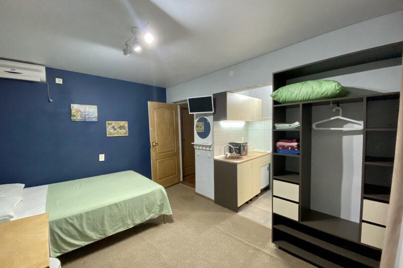 (1) «Breakfast» room с балконом (1 этаж), для троих, Таврическая улица, 26, Оленевка - Фотография 1