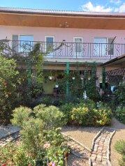 Коттедж в небольшом зеленом дворике, 50 кв.м. на 6 человек, 2 спальни, Георгиевская улица, 1, Судак - Фотография 1