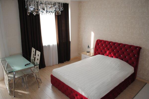 1-комн. квартира, 35 кв.м. на 2 человека, улица Дзержинского, 20, Иркутск - Фотография 1