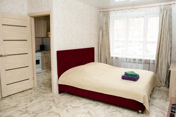 1-комн. квартира, 33 кв.м. на 4 человека, Красноармейская улица, 13, Иркутск - Фотография 1
