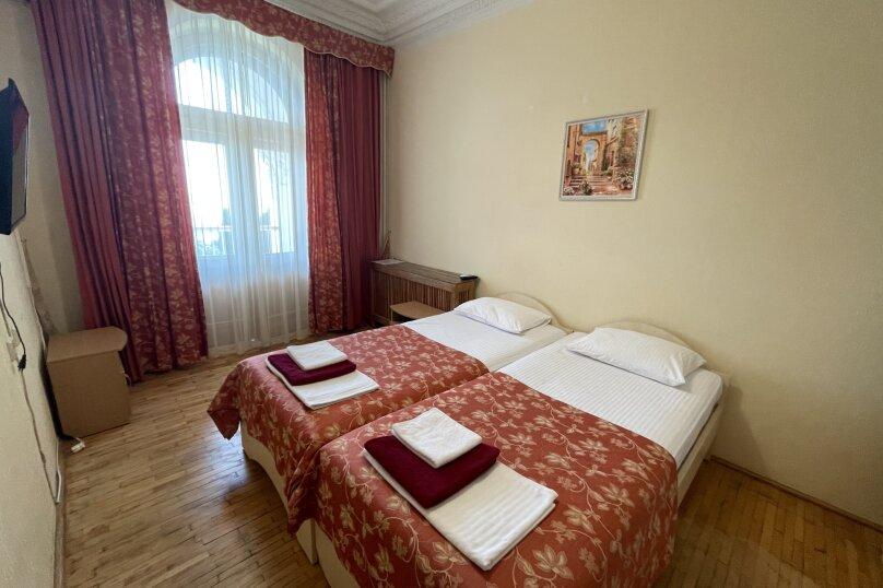 Стандарт  юг 2-х местный 2-х комнатный номер с отдельными кроватями, улица Леси Украинки, 16, Ялта - Фотография 1
