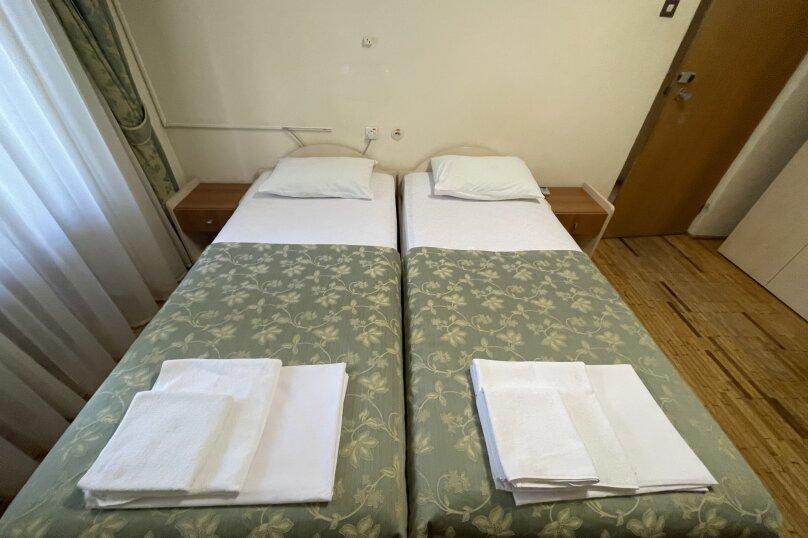 Стандарт  север 2-х местный 2-х комнатный номер с отдельными кроватями , улица Леси Украинки, 16, Ялта - Фотография 1