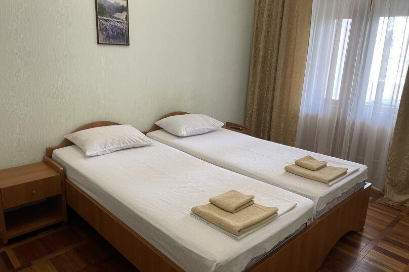 Эконом 2-х местный 2-х комнатный  с отдельными кроватями 1 этаж, улица Леси Украинки, 16, Ялта - Фотография 1