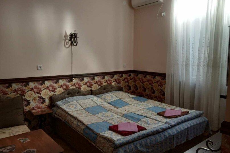Двухместный номер (с дополнительным детским местом ) , улица Инал-Ипа, 55, Сухум - Фотография 1