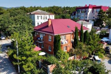 """Мини-отель """"La Villa (Ля Вилла)"""", Фисташковая, 15 на 9 номеров - Фотография 1"""